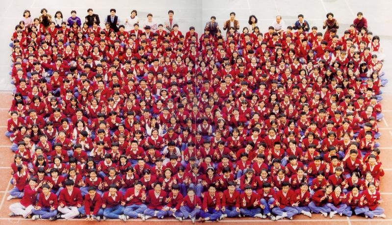 83學年制服(畢業生合照)